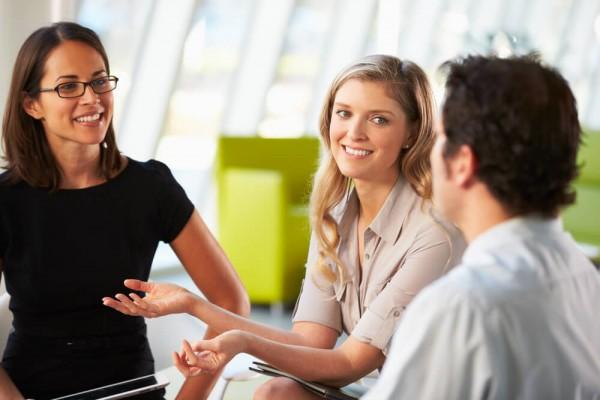 Sự hài hước đúng mức sẽ giúp bạn giảm được căng thẳng và tạo được sự thân thiện nhất định đối với khách hàng